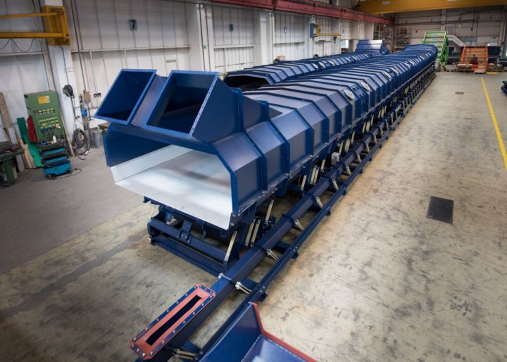 View of lateral spillage sand return conveyor